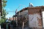 Restauradores y técnicos tratan de mantener la estructura original con paredes de mampuesto.