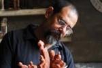 Madrigal se considera más escultor que pintor.