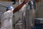 La sustitución temporal de leche fluida por bolsas de leche en polvo responde a una parada planificada de la industria. (foto: Montos)