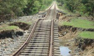En una verdadera montaña rusa quedó convertido el ferrocarril Trinidad-Méyer, en zonas del Escambray. (Foto: Cortesía de Ferrocarriles)