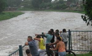 Los principales ríos de Sancti Spíritus se mantenían crecidos en la tarde de este jueves.