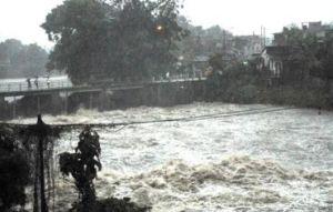 Altos dirigentes de las FAR recorren zonas afectadas por las lluvias