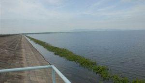 Hasta el mediodía de este jueves la Zaza elevó su volumen hasta los 472 millones de metros cúbicos de agua. (foto: Vicente Brito)