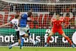 Con un doblete del atacante Mario Balotelli, Italia pasó a la final.