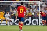 Xavi Alonso celebró con dos tantos su arribo a 100 partidos con la selección ibérica.