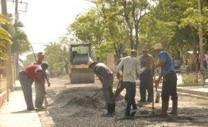 El Paseo de Avenida de los Mártires recibe una nueva capa de rodamiento. (foto: Vicente Brito)