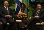 Lukashenko cumple una visita oficial a la isla destinada a impulsar los vínculos bilaterales.