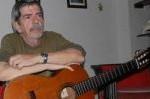 Sin la guitarra yo sería un hombre por la mitad, asegura Roberto a Escambray.