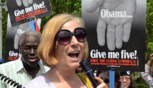 : Cindy Sheehan frente a la Casa Blanca en abril pasado. (Foto: Bill Hackwell)