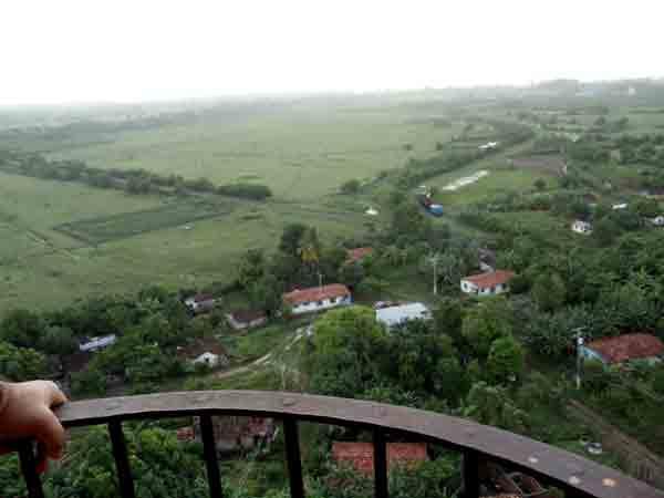 Situado en el centro-sur de la Isla de Cuba, constituye un sitio histórico rural que pPoseía numerosos asentamientos, en diferentes grados de desarrollo, muchos de ellos tuvieron su origen en antiguas fincas azucareras.