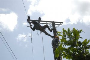 La rehabilitación de las redes eléctricas resulta vital en la eficiencia del servicio a la población.