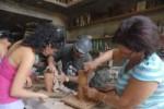 Taller práctico de cerámica artística como parte de la bienal EnBarrArte.