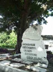 Obelisco a Raúl Ferrer