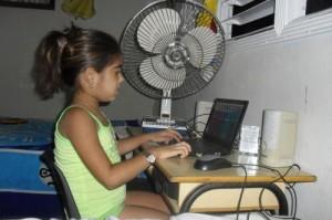 Alejandra ya puede desarrollar su vida casi normalmente. (foto: Dayamis Sotolongo)