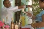 Muchos espirituanos disfrutan diariamente de refrescantes cocteles.
