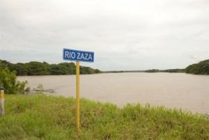 La crecida del río Zaza vista desde la Carretera Central. (foto: Vicente Brito)