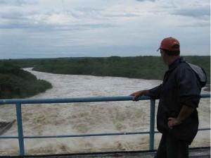 La regulación del nivel de la presa Zaza obligó a evacuar a los habitantes de las zonas residentes aguas abajo del embalse.