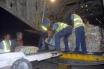 A bordo de la aeronave llegaron a la isla 14 toneladas de alimentos.