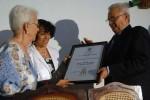 Mirta Rodríguez recibe el Título de Doctor Honoris Causa conferido por la Universidad de Oriente a su hijo Antonio Guerrero, uno de Los Cinco. (Foto AIN)