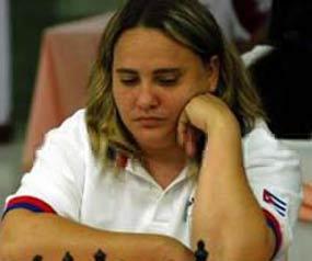 Esta resulta la tercera ocasión en seis presentaciones que Maritza Arribas avanza en estos certámenes.
