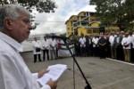 El embajador palestino en Cuba, Akram Samhan, durante la ceremonia de develación del busto de Yasser Arafat, en La Habana.