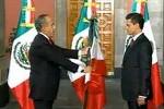 Presidente saliente de México traslada el mando al entrante.