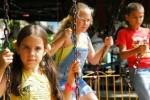 Los parques infantiles y otros espacios están a disposición de los niños en esta jornada de receso.
