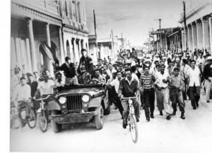 Veintidós de diciembre del 58: el pueblo cabaiguanense volcado en las calles celebra la victoria.
