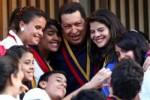 Chávez junto a miembros de su familia.