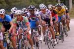 """En la Copa """"Ciclismo espirituano contra el terrorismo y por la Libertad de Los Cinco"""" participan unos 80 corredores. Foto Oscar Alfonso."""