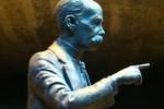 Esta escultura es la segunda del artista Félix Madrigal; la primera fue un busto diseñado para la ciudad mexicana de Lagos de Moreno.