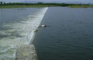 Vista del aliviadero auxiliar el pasado 26 de octubre cuando la presa acumuló 1 062 millones.