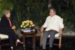 Dialoga Raúl Castro con Alicia Bárcena, Secretaria Ejecutiva de la CEPAL. (foto: Estudios Revolución)