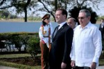 Raúl y Medvedev en el Mausoleo erigido en memoria de los soviéticos que cumplieron misiones de solidaridad en Cuba. (foto: AIN)