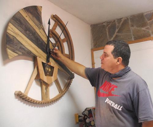 Yaquel Gómez Yrigoyen, un joven de Yaguajay se cuela por los caminos del arte.