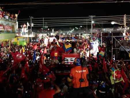 Maduro prosigue su campaña electoral de forma exitosa.