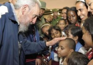 El líder de la Revolución Cubana conversó durante unas dos horas con los niños y maestros. (foto: Estudios Revolución)