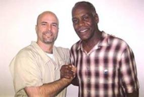 Glover ha visitado a Gerardo en nueve ocasiones desde 2010.