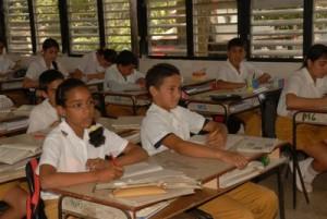 La escuela cumple satisfactoriamente con los índices de eficiencia evaluados en el proceso de enseñanza-aprendizaje.