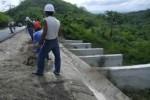 La rehabilitación de obras de fábrica para facilitar el paso del agua figura entre las labores ejecutadas en el vial de la montaña. (foto: Vicente Brito)