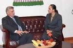 Miguel Diaz-Canel fue recibido por la presidenta de la Asamblea Nacional ecuatoriana, Gabriela Rivadeneira.