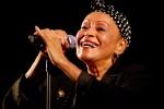 El disco de Omara se apodera de la tecnología para cantar temas antológicos de la música cubana a dúo con grandes intérpretes de la isla.