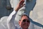 Raul Castro preside el desfile en La Habana.