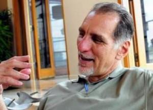 Inicia René González trámites para renuncia de ciudadanía norteamericana.
