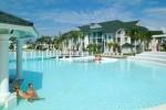 Varadero dispone de 50 instalaciones hoteleras y cerca de 20 230 cuartos, operados por las compañías Cubanacán, Gaviota, Gran Caribe e Isalazul.