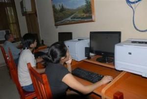 La sala interactiva del centro posibilita el acceso a Internet a precios módicos, para la búsqueda de información científica.