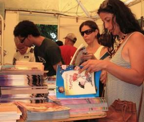 La presentación y venta de libros figura entre las opciones de la etapa.