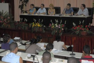 Los más de 120 afiliados a la AHS en Sancti Spíritus auscultaron el panorama artístico cubano. (foto: Reidel Gallo)