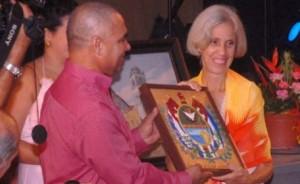 La Historiadora de la villa del Yayabo, María Antonieta Jiménez Margolles, fue agasajada con el Escudo de la Ciudad.