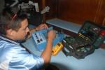 Comprobación a uno de los equipos recién reparados en el Centro Provincial de Electromedicina.